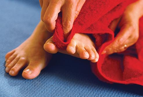 نتیجه تصویری برای شستشوی پا ها